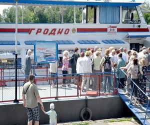 Сезон в Бресте открыл теплоход «Гродно»
